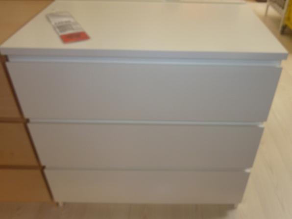 IKEA - biela inšpirácia na detskú izbu alebo spálňu - praktické zásuvky
