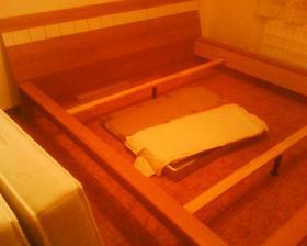 naša rozobratá posteľ