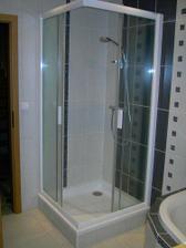 Sprchový kout s termoregulační baterií.