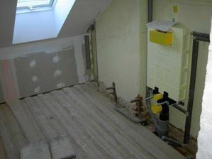 Horní menší koupelna.