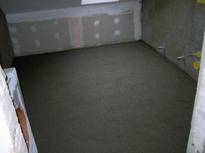 Nová podlaha, vyrovnávací beton.