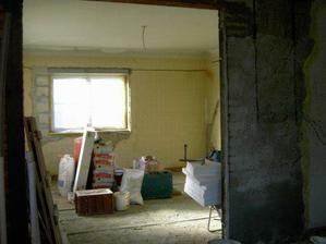 Takovýhle skladiště bylo v obýváku, než přišla dokončovat firma.