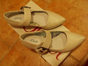 moje botičky,jsou bílé,ale foto zkresluje...