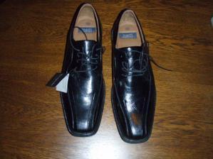 tak i boty pro ženicha už jsou doma