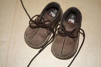 synátor bude mít takový botičky na obřad, pak už jen sandálky