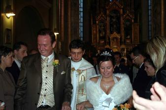 odchod z kostola s panom kaplanom