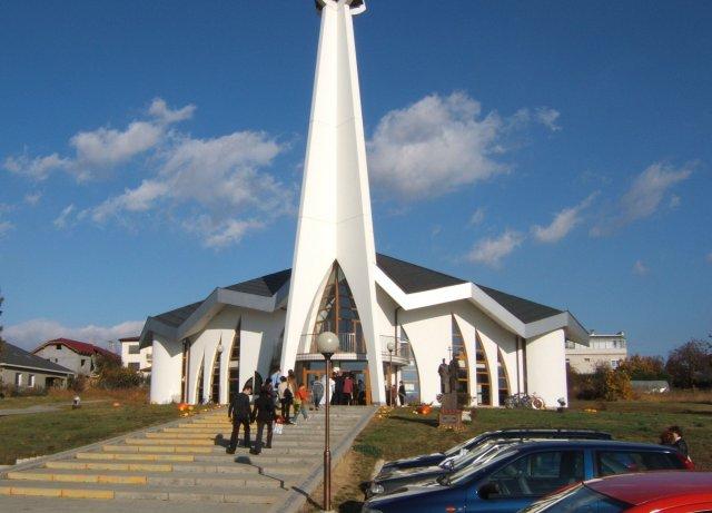 Elen{{_AND_}}Tibor - tu sme mali svadbu - rím.-kat. kostol Božieho milosrdenstva v Jacovciach