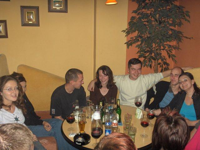 Elen{{_AND_}}Tibor - posedenie s kamarátmi - jedna polovica