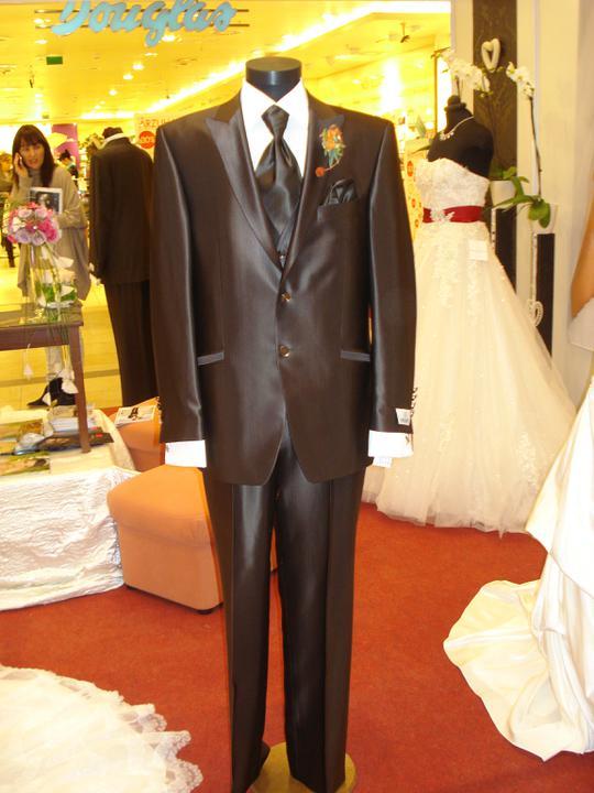 Naša svadba-prípravy:) - Oblek mojho buduceho mažela:)))takto nejak by mal vyzerať..čokoladkový:)