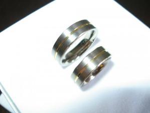 a konečně máme taky prstýnky