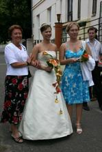s mamkou a sestřičkou, svědkyní