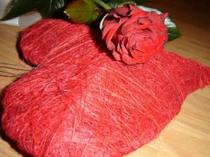 srdce na stenu s ružičkou od drahého
