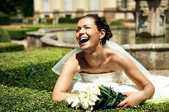 stále vysmátá nevěsta (ženich umí super vtipy:-)