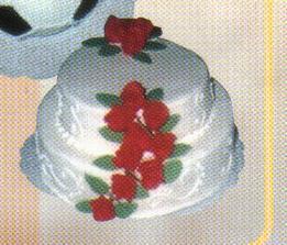 To je moja tortička...v zlej kvalite... :( ale moja bude 3poschodova, s marhulkovymi ruzickami, ktore budu iba sem-tam :)