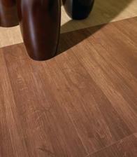 praktickejsie a jednoduhsie na udrzbu by bolia dlazba s dekorom dreva napr. http://www.rustikalni-dlazby.cz/dlazby-dekor-dreva/index.html ak bude podlahovka, bude aj tepla, aj na pohlad posobi celkom dobre