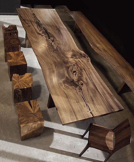 "Oriesok - - Vsetky kusy ""nasleduju"" prirodzeny tvar stromov a ich strukturu za pouzitia tradicnych metód a rucnej prace"