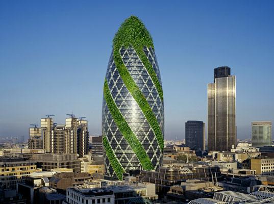 """Zelene fasady - Zmenu """"tváre"""" hydraulickými panelmi navrhol Norman Foster. Umožňujú aplikovať výhody zelených striech aj na fasády mrakodrapu."""