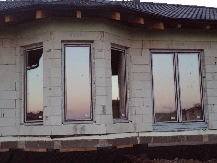 Plníme si náš sen - Osadené okná, zo zadu