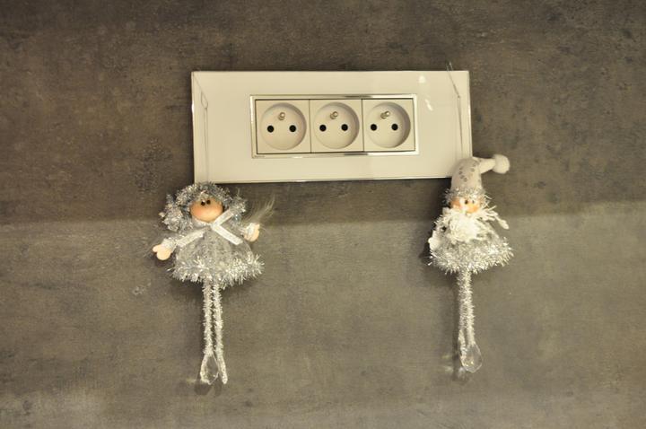 Prerábka domčeka - pred a po.... 06/2011 - Strieborné vianočné ozdobky :o))))