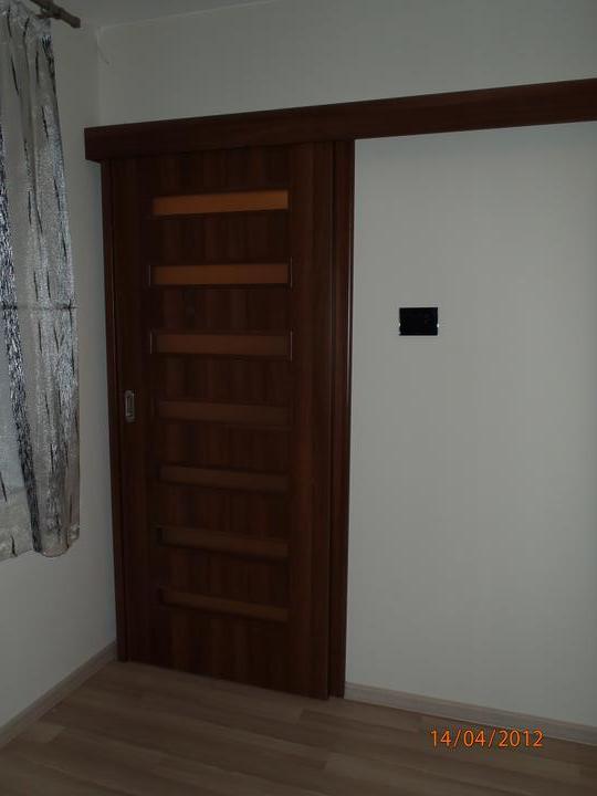 Prerábka domčeka - pred a po.... 06/2011 - zasúvačky do malej vstupnej chodby