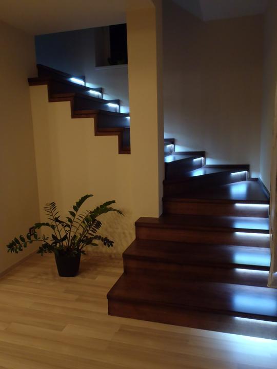 Prerábka domčeka - pred a po.... 06/2011 - Konečne máme už aj schody dokončené.