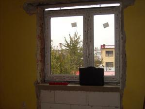 okno v detskej izbe na protilahlej strane
