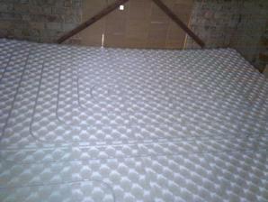 Podlahovka na celom spodnom poschodí
