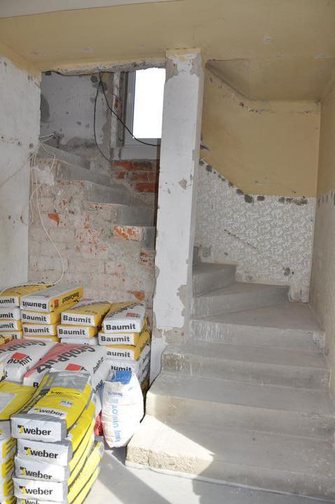 Prerábka domčeka - pred a po.... 06/2011 - schodisko, pôvodne bez okna a obložené celé drevom
