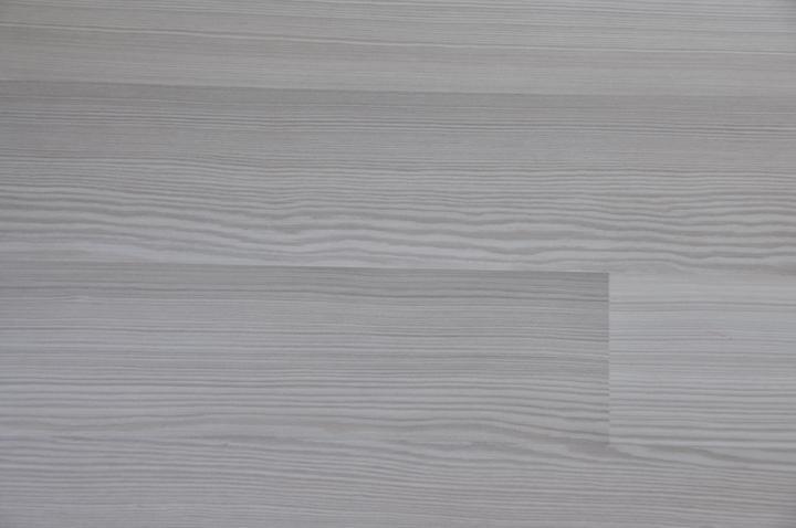 Obývačka+kuchyňa - Laminátová podlaha do celeho domu - smrekovec pieskovy - fotka real, práve odfotené