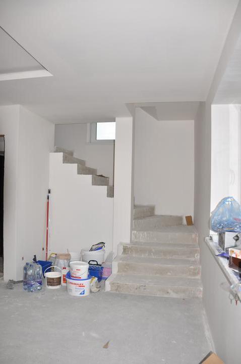 Prerábka domčeka - pred a po.... 06/2011 - schodisko vynovené