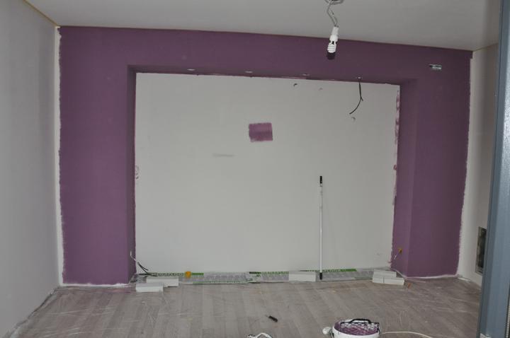 Prerábka domčeka - pred a po.... 06/2011 - Spálňa - rampa nad posteľ . Ešte domalovať rohy...
