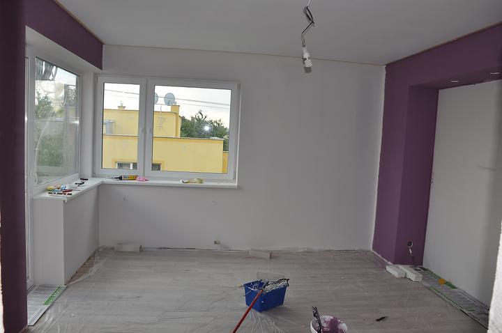 Prerábka domčeka - pred a po.... 06/2011 - Spálňa - ešte domalovať rohy a prvá izba je hotová