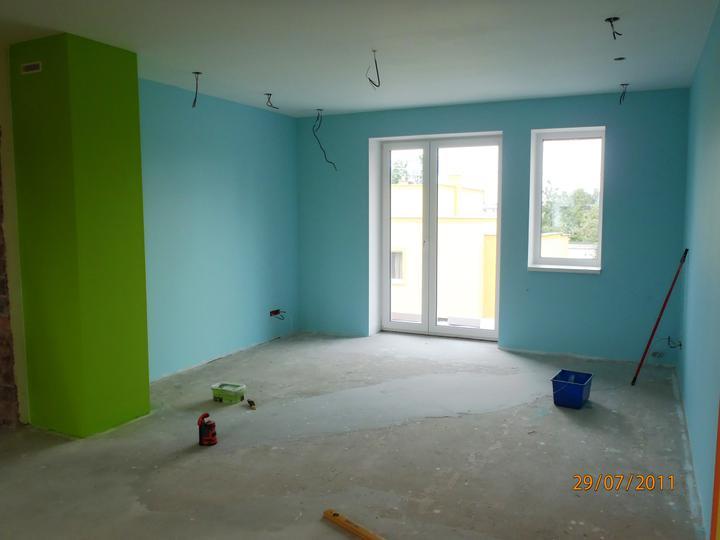 Prerábka domčeka - pred a po.... 06/2011 - detska izba.... farebne opticky predelaná