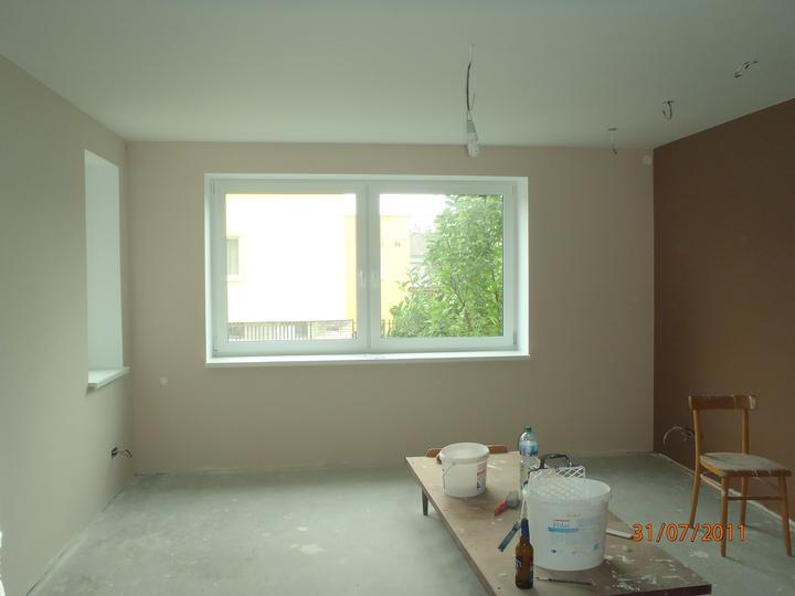 Prerábka domčeka - pred a po.... 06/2011 - vymalovaná hosťovská izba