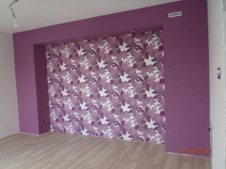 Prerábka domčeka - pred a po.... 06/2011 - spálňa, už aj s tapetou