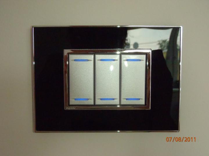 Prerábka domčeka - pred a po.... 06/2011 - vypínač v spálni