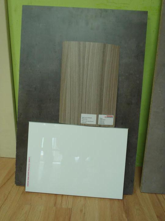 Prerábka domčeka - pred a po.... 06/2011 - Naša budúcas kuchynská linka : doska a zástena tmavý betón, dvierka  biele vysoký lesk a barový pult drevodekor.