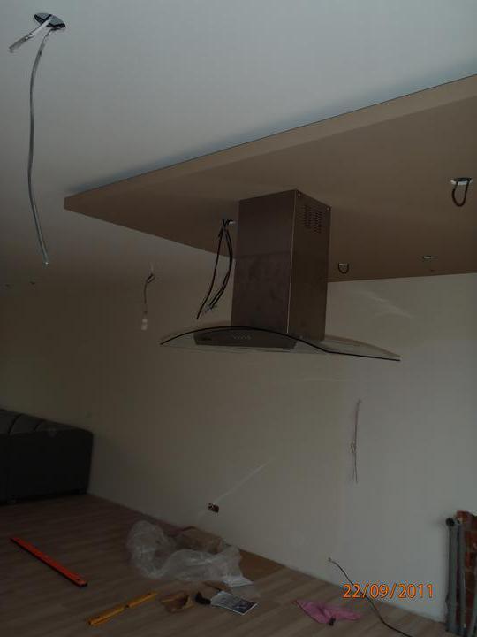 Prerábka domčeka - pred a po.... 06/2011 - od včera digestor pripravený....