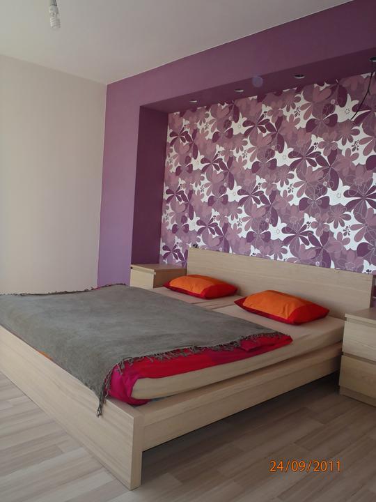 Prerábka domčeka - pred a po.... 06/2011 - spálňa- provizórne obliečky + zháňam nejaký farebne vhodný prehoz....