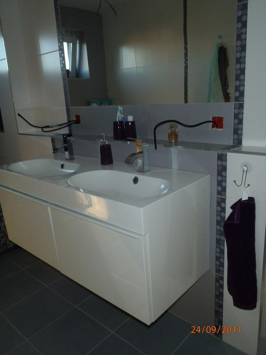 Prerábka domčeka - pred a po.... 06/2011 - horná kúpeľňa- ešte nenamontované zásuvky