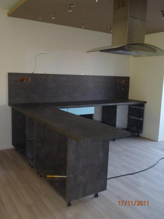 Prerábka domčeka - pred a po.... 06/2011 - a dnes  nám začali montovať kuchyňu .... betón + biela lesk