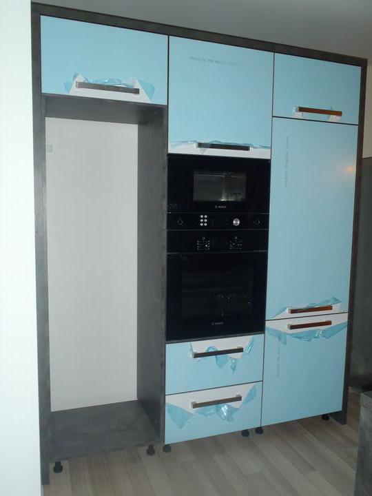 Prerábka domčeka - pred a po.... 06/2011 - vysoká skriňa ---  ešte chladničku treba zabudovať