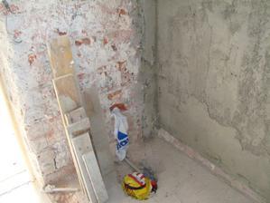 ....tu bude WC, už je potiahnutá nová voda a urobený odpad......