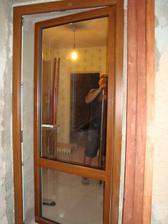 konečne sú osadené balkonové dvere, najväčšia fuška bola vybúrať v kamennom múre hrubom cca 60 cm otvor....podarilo sa :-))...
