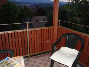 staro - nový balkon, ešte položiť novú dlažbu, už je kúpená....