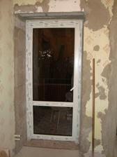 dvere na balkon z kuchynského kúta....