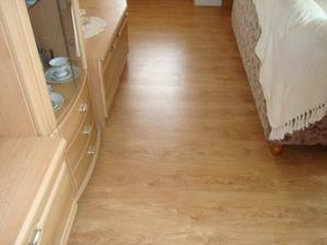 podlaha v obývačke - zlatý dub