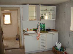 pôvodný stav jedného zo spodných priestorov domu - kuchyňa