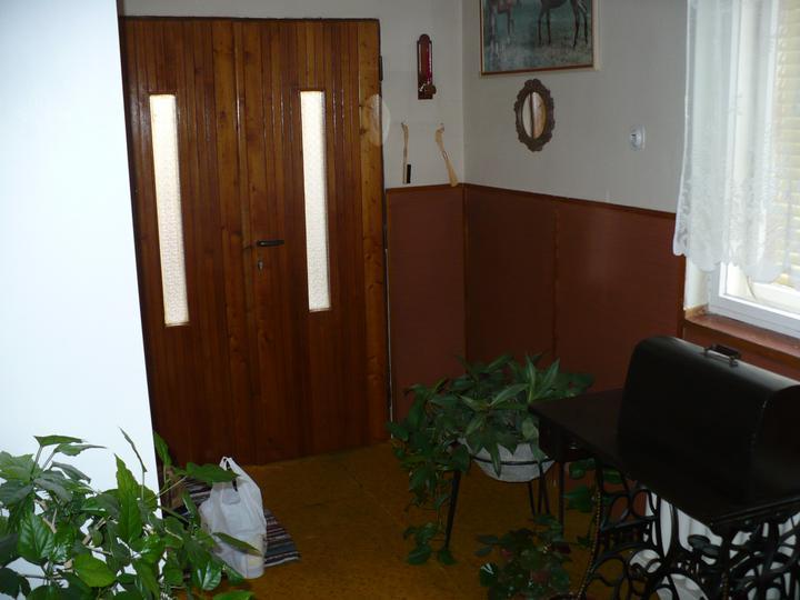 Pôvodný stav jún 2010 - vchodové dvere