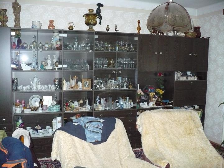 Pôvodný stav jún 2010 - obývačková stena, nikdy viac vypratávať